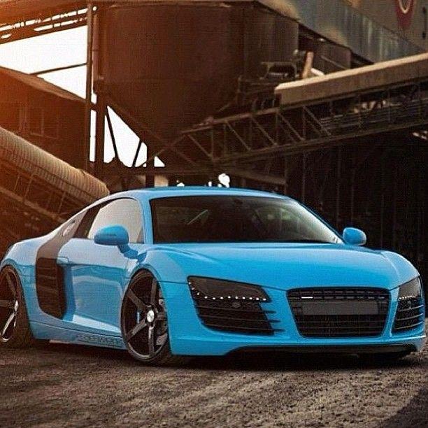 Cool Blue Audi R8, Lush!