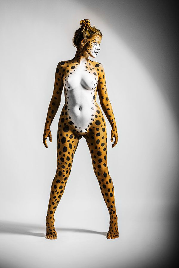 Nude cheetah girl painting — photo 5