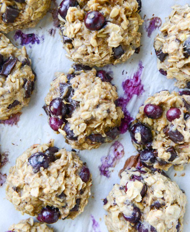 blueberry breakfast cookies I howsweeteats.com