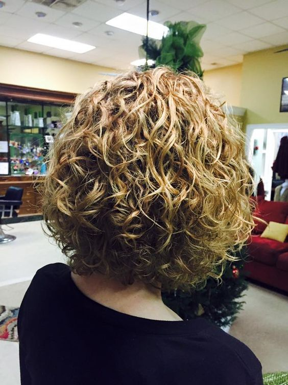 Very Nice Medium Length Permed Style With Loose Curl Short Permed Hair Hair Styles Loose Curls Hairstyles
