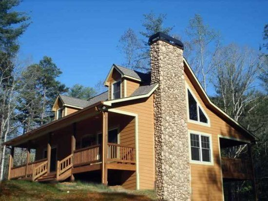 Chattahoochee Trail Elegant And Rustic 3 Bedroom Luxury Cabin Within Walking Distance To Helen Ga Luxury Cabin Rental Cabin Luxury Cabin
