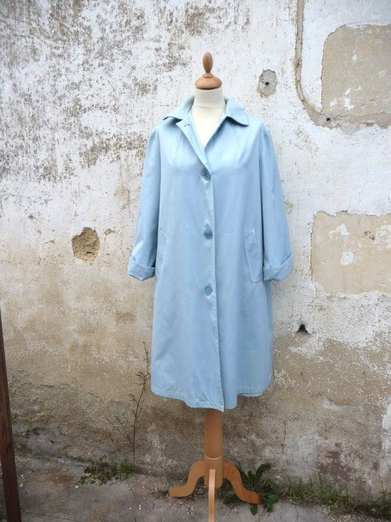 Vintage 1950s/1960s, soft blue flared Peter Pan collar raincoat, size M