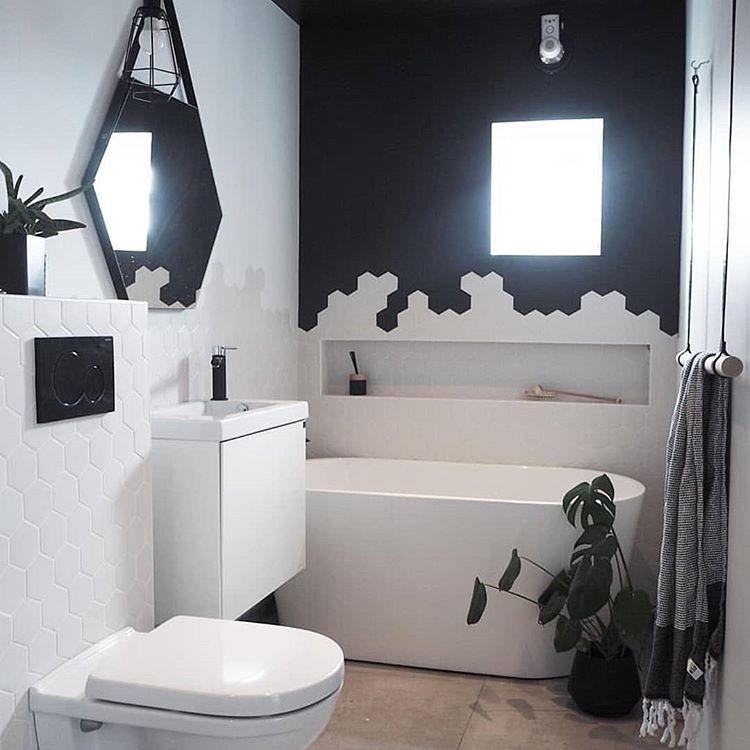 Some Bathroom Inspiration With A Nice White Sleek Niche