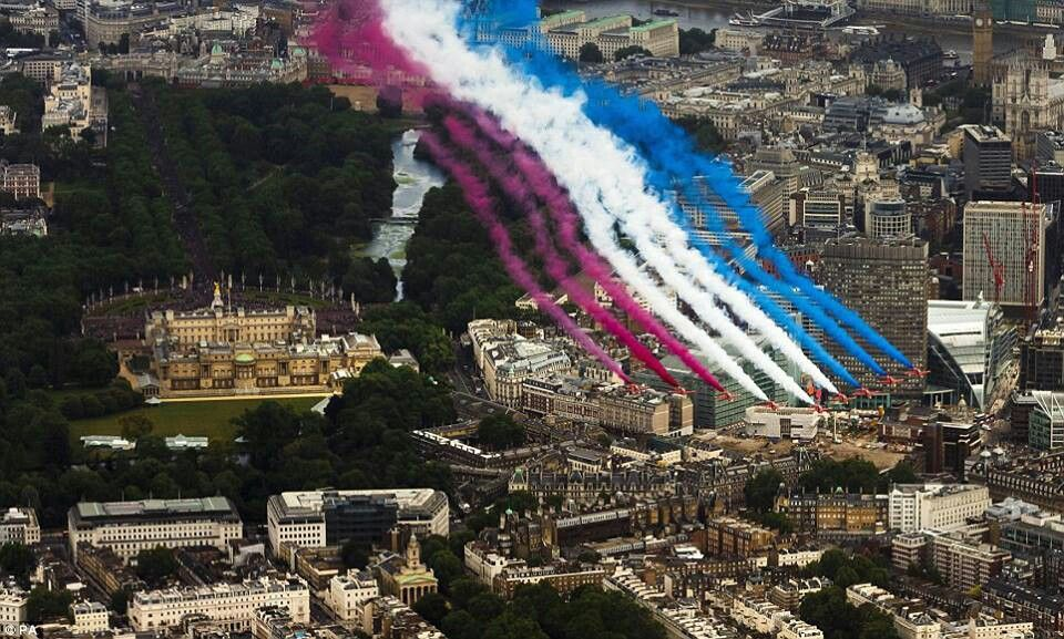 Celebrating the queena bday, air force flying over Buckingham Palace