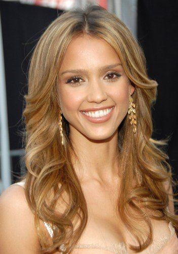 How To Get Jessica Alba Hair Color Of Caramel Highlights Hairstyle Tips Jessica Alba Hair Color Jessica Alba Hair Hairstyle
