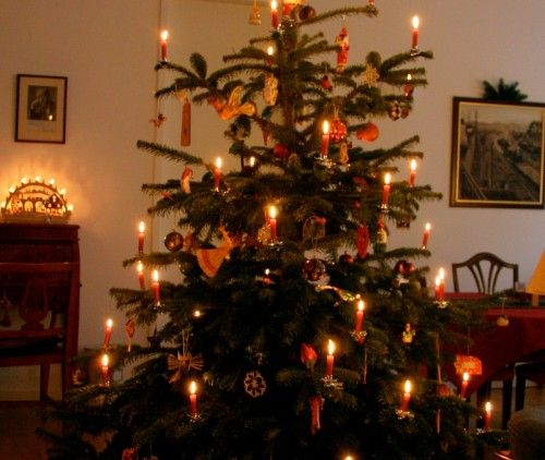christmas tree with candles - Google Search | A Civil War Chrismas ...