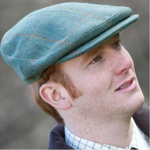 Hunters Tweed Helmsdale Cap In Green tweed Cap with a rounded shape two bevels and no back darts with larger peak Finished in the traditional way