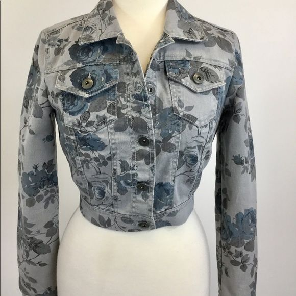 c7c17906a16 Shop Women s Mossimo Supply Co. Gray size S Jean Jackets at a discounted  price at