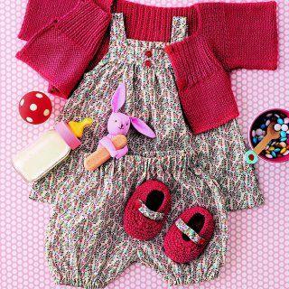 28c58cc415844 Un ensemble pour bébé en coton fleuri et son gilet assorti - Marie Claire  Idées