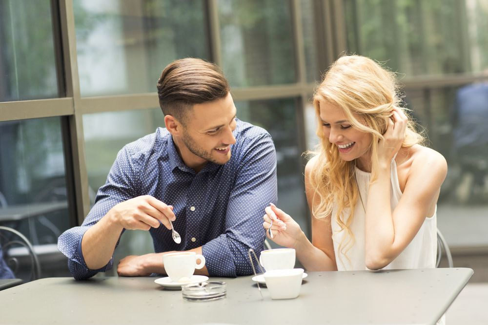 dating sfaturi flirting)
