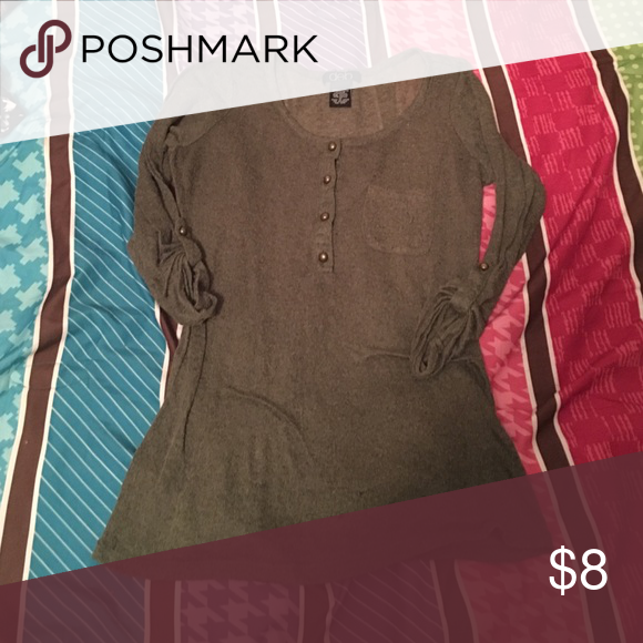Deb olive green top Deb olive green top. No price tag on the shirt but id say a size small. Deb Tops Tees - Long Sleeve