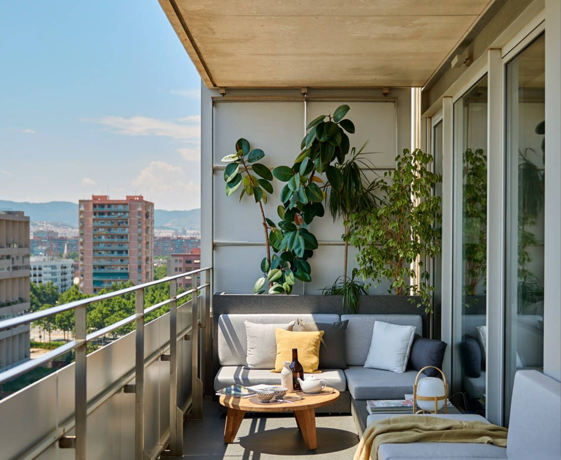 Un piso para so ar en barcelona balcones terrazas y moderno for Decoracion balcon departamento