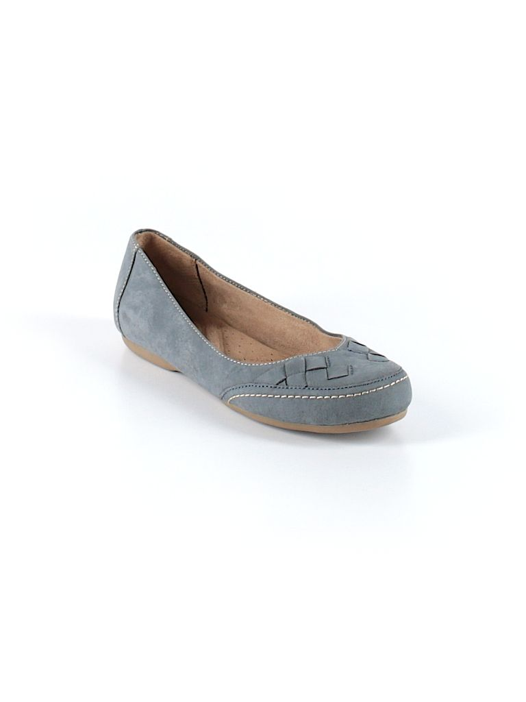 Check it out—Naturalizer Flats for $27.49 at thredUP!
