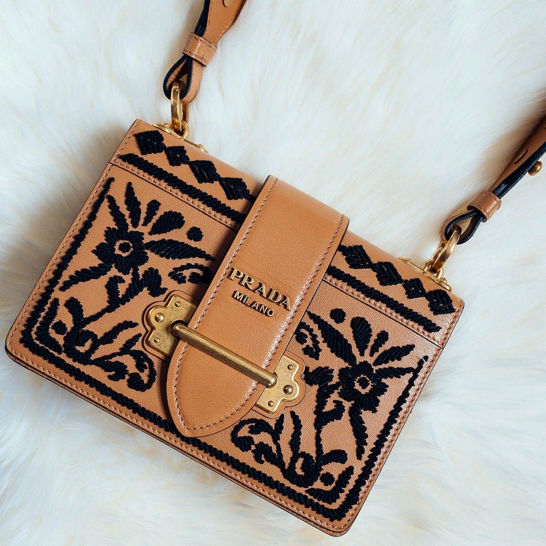 fa7c04863 Garota Clássica, Moda Outono, Prada, Ootd, Chanel, Gravidas Estilosas,  Glamour
