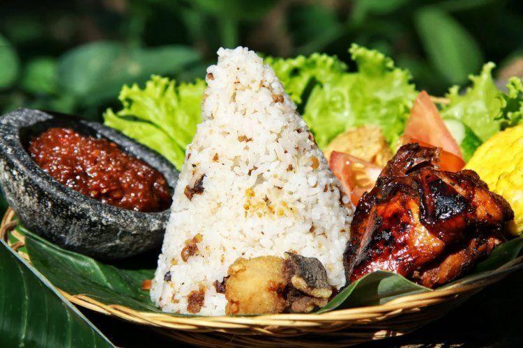 Nasi Liwet Sunda Komplit Gurih Pulen Dan Enak Resep Di 2020 Resep Resep Masakan Nasi