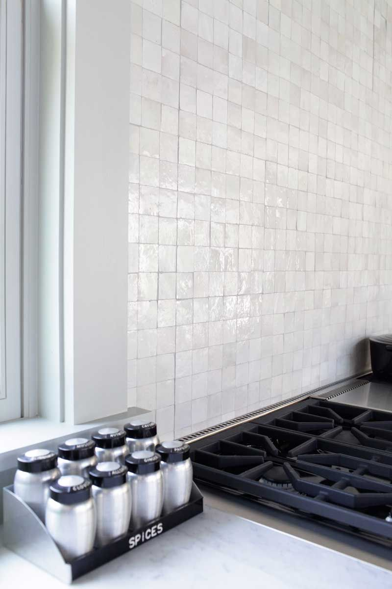 Backsplash Designer mosaic house's handcut r'ceef 2x2 tiles in white on the backsplash