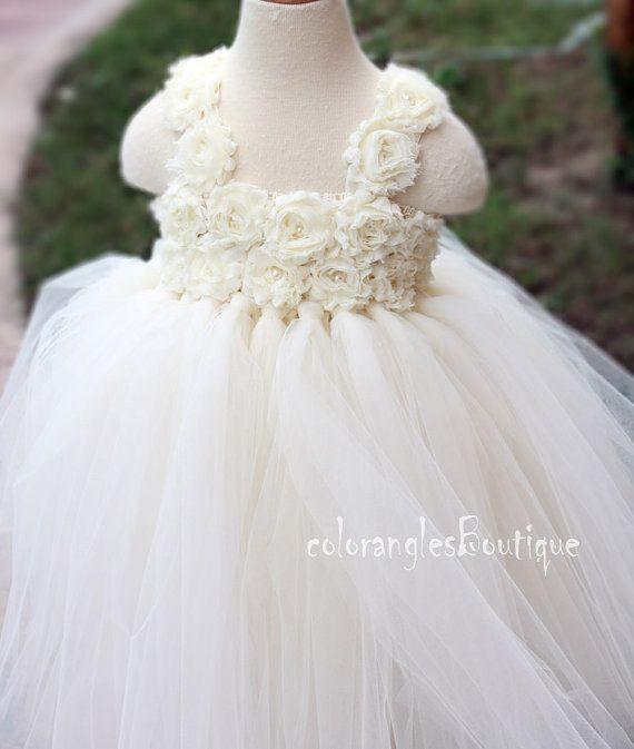 19e8e0afb33 14 Adorable Flower Girl Dresses