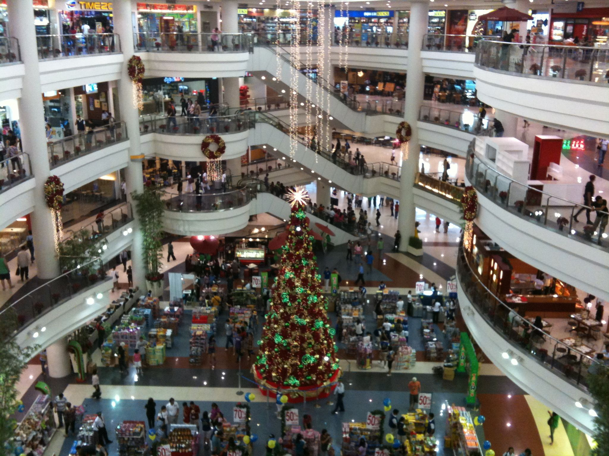 Manilla Phillipines Huge Indoor Shopping Mall Center Of