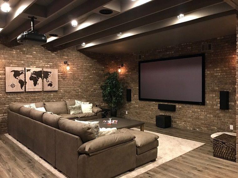 Taverna moderna grande divano co basement bagno for Arredamento da taverna