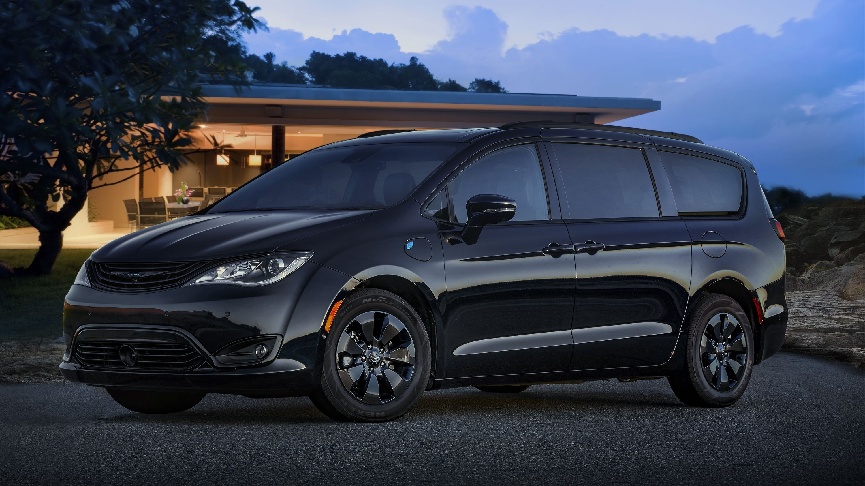 The 2019 Chrysler Pacifica Hybrid Goes Aggressive With A New S