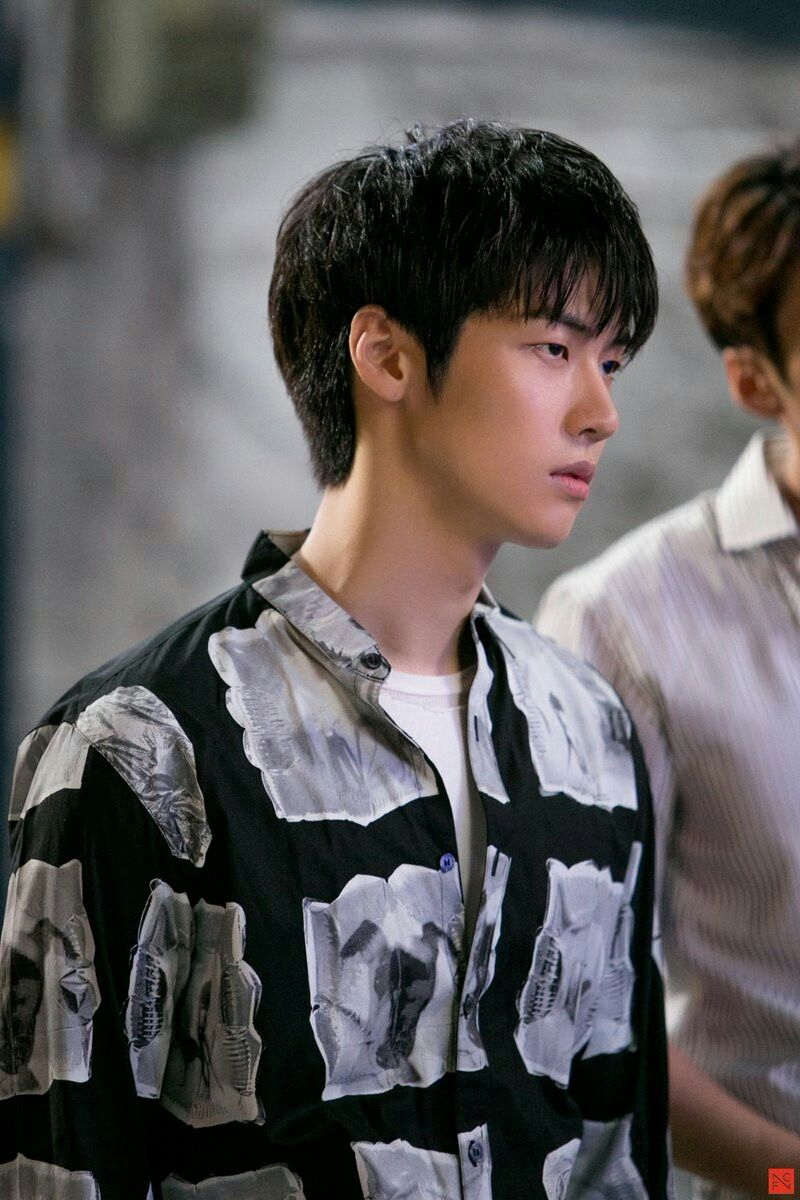Charisma Of Cold Handsome Guys Oozing Out Lee Seunghyub Is Kpop Boyband Idol Called N Flying Pretty People K Pop Star Guys