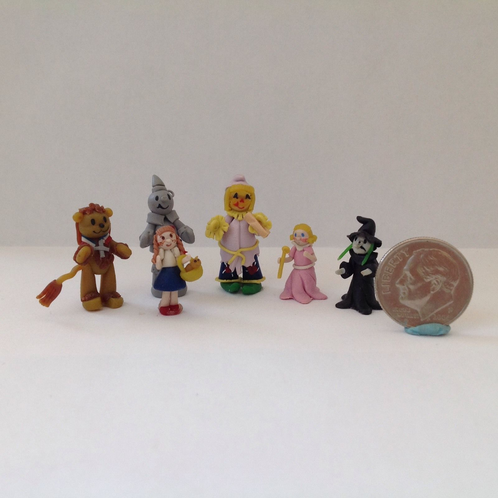 1:24 SCALE MINIATURE BOOK THE WIZARD OF OZ