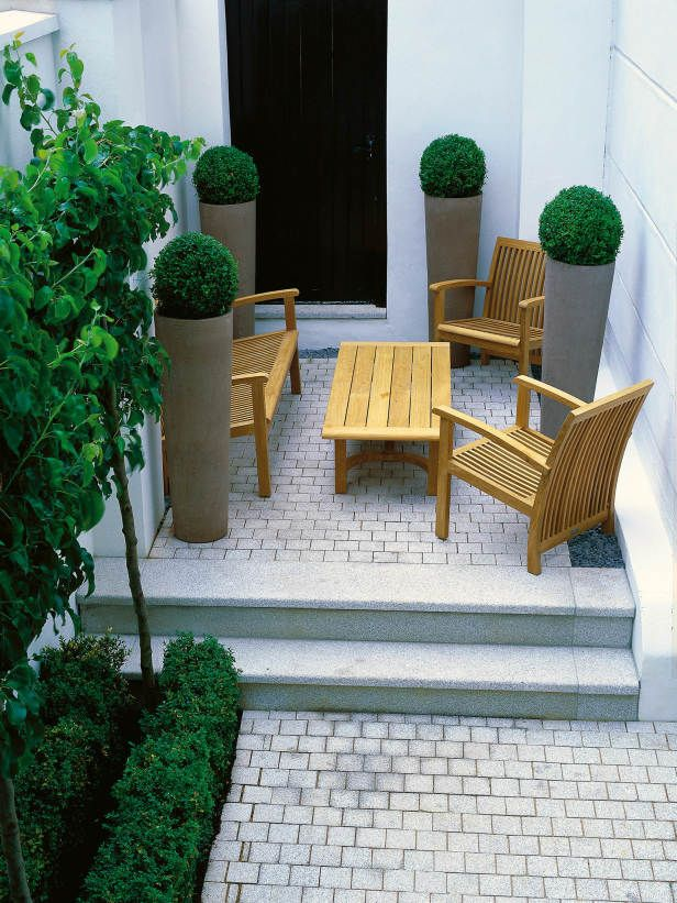 Minimal gardening in very small space inspirations petit espace espace et maison - Jardin petit espace ...