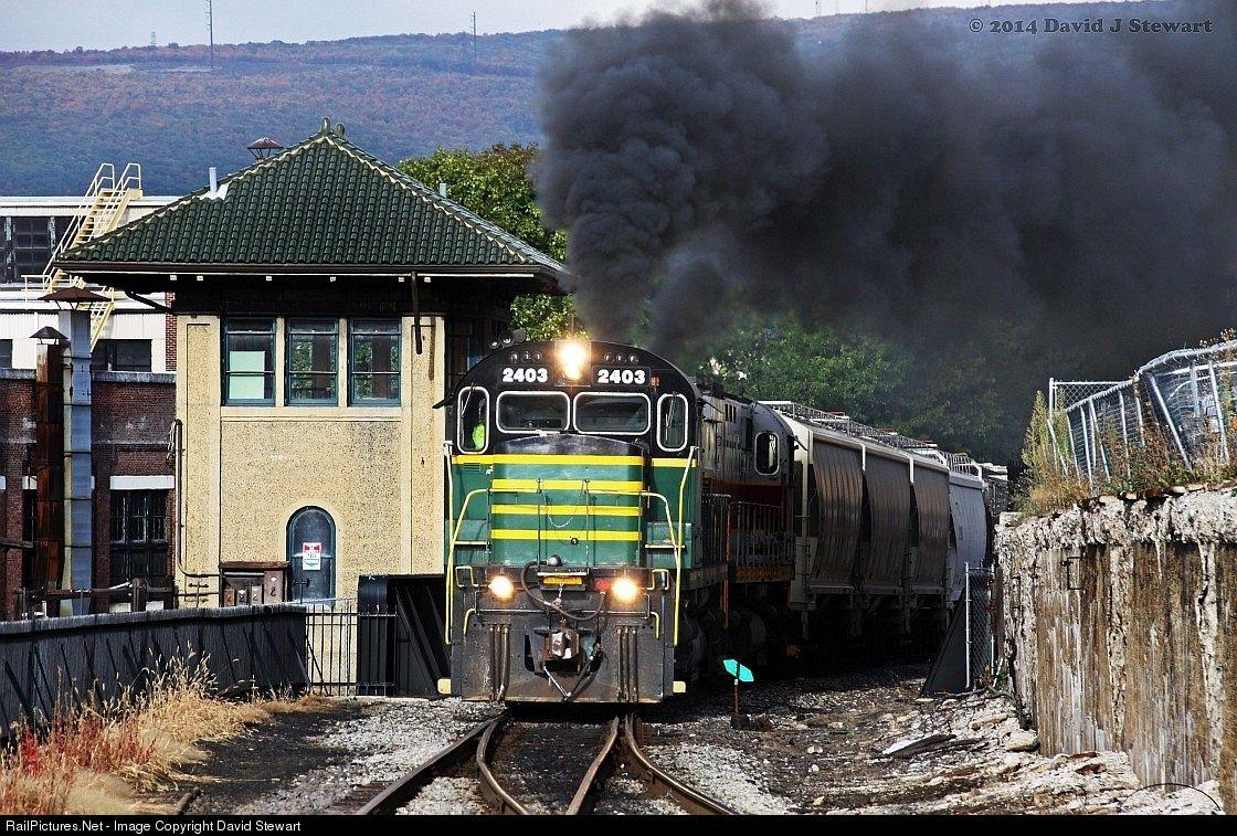 RailPictures.Net Photo: DL 2403 Delaware Lackawanna Alco C425 at Scranton , Pennsylvania by David Stewart