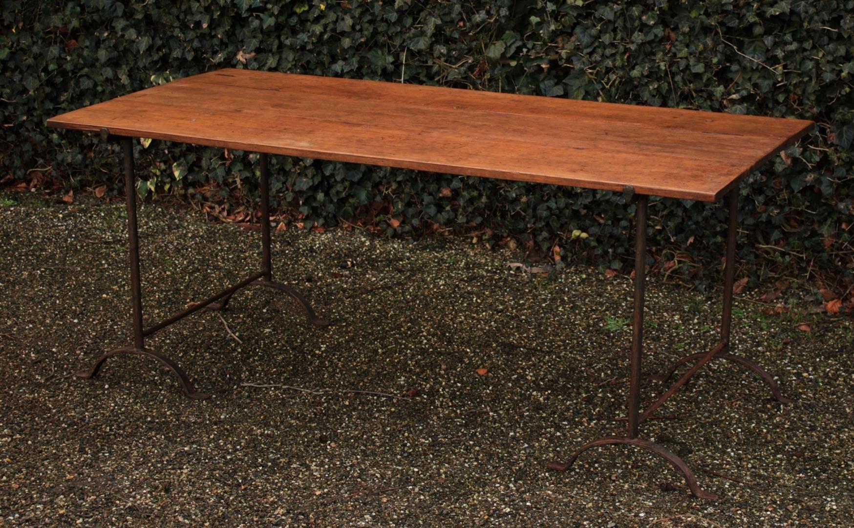 Böcke Tisch mit antiken Blatt | Antike Tische | Pinterest | Antike ...