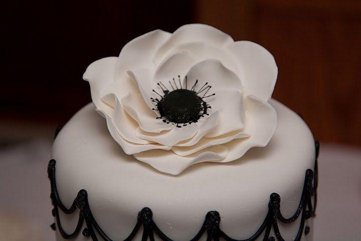 Edible Cake Topper Large Anemone Sugar Flowers 1 qty for wedding cake, birthday cake, modern wedding. $25.50, via Etsy.