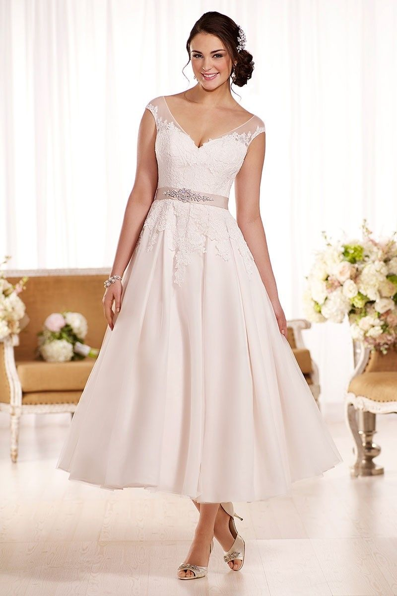 Wedding Dress Out Of Essense Of Australia D1957 Style D1957 This 50s Inspired E In 2020 Essense Of Australia Wedding Dresses Online Wedding Dress Short Wedding Dress [ 1200 x 800 Pixel ]
