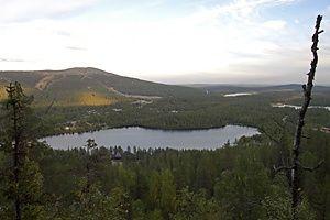 Levi- ja Kätkätuntureiden välissä oleva Immeljärvi on muinaisten saamelaisten pyhä järvi. Immeljärvi, sacred by ancient Lapps