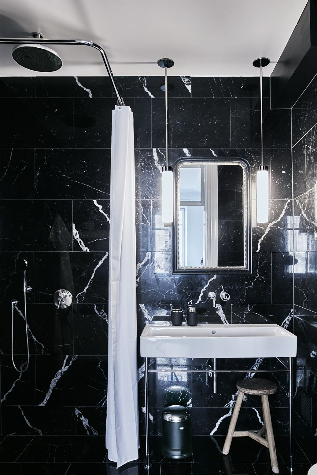 Photo 9 Of 11 In A Careful Renovation Brings A 19th Century Flat In Black Marble Bathroom White Marble Bathrooms Renovations