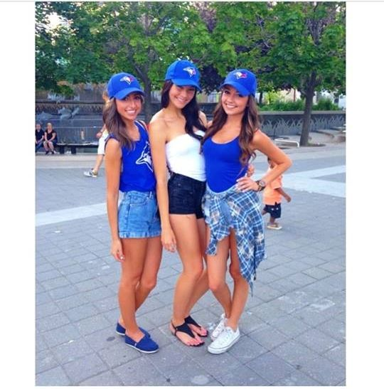 What Should A Woman Wear To A Baseball Game