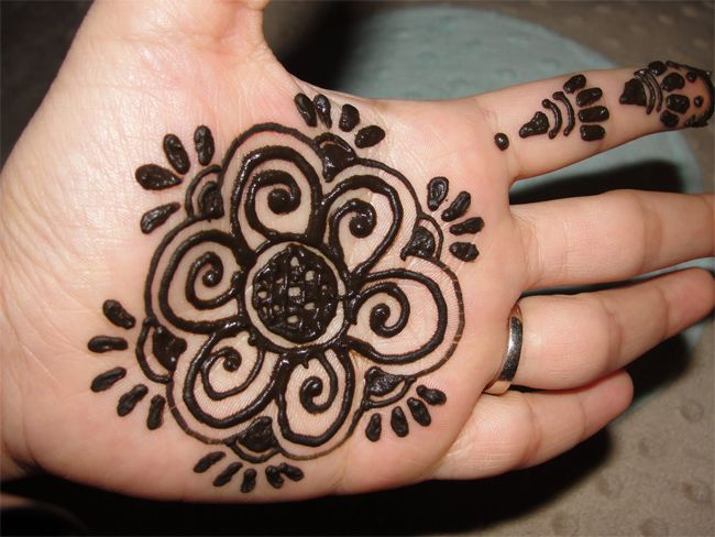 Design Of Mehndi For Children : Simple and easy bold mehndi designs for kids fashi