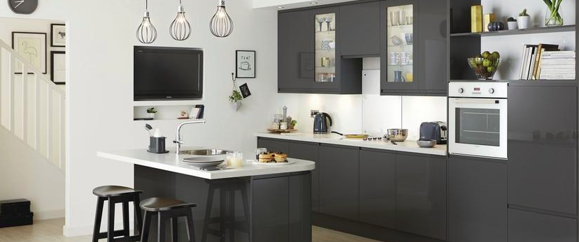 Howdens Clerkenwell gloss kitchen in graphite with quartzstone white ...
