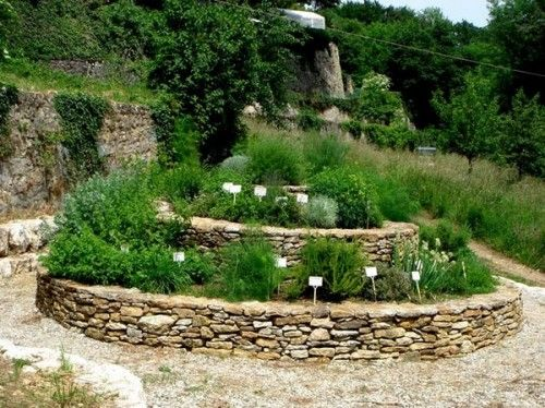 herb garden spiral jardin d 39 herbes aromatiques jardin pinterest jardin aromatique. Black Bedroom Furniture Sets. Home Design Ideas