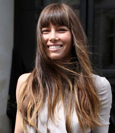 Jessica Biel Coiffure Longue Coupe De Cheveux Droite Avec Une Frange Epaisse Biel Frisuren Haarschnitt