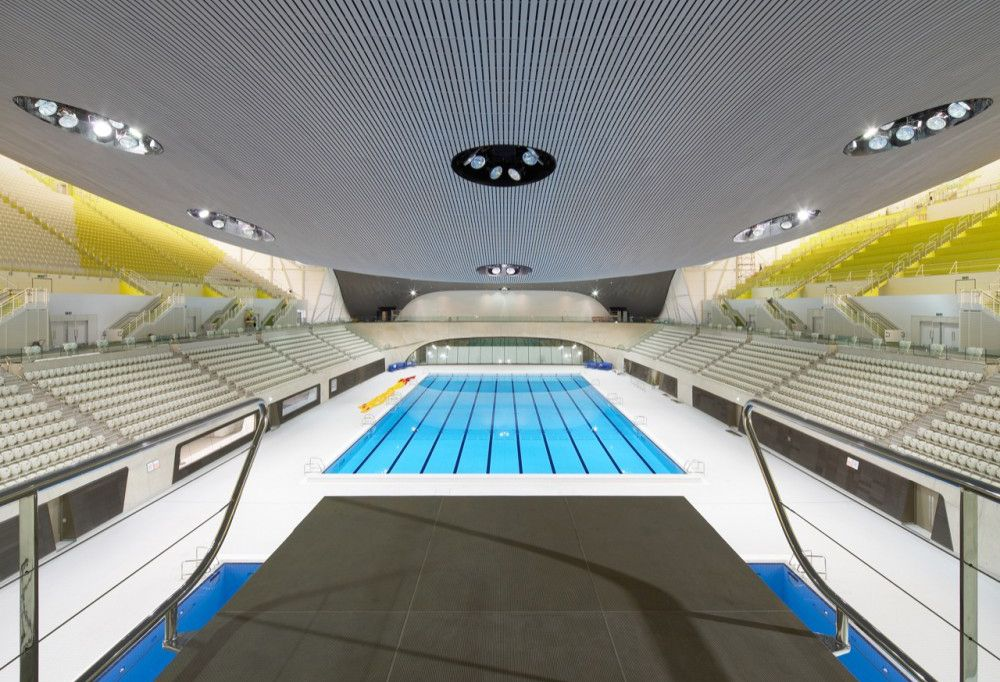 """""""Centro acuático de Londres"""" utilizado en las últimas olimpiadas en la ciudad. Se le acusado a la arquitecta del diseño de la cubierta ya que bloquea las vistas desde las últimas filas hacia el trampolín principal."""