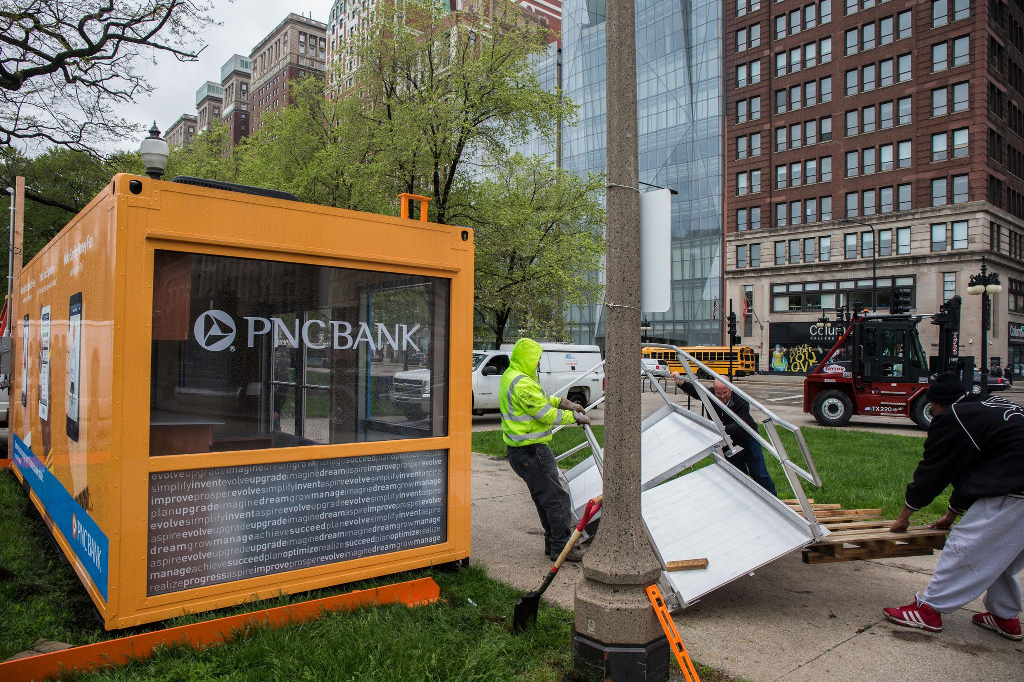 Pop-up' bank branch opens in Chicago | Pop Up Ideas