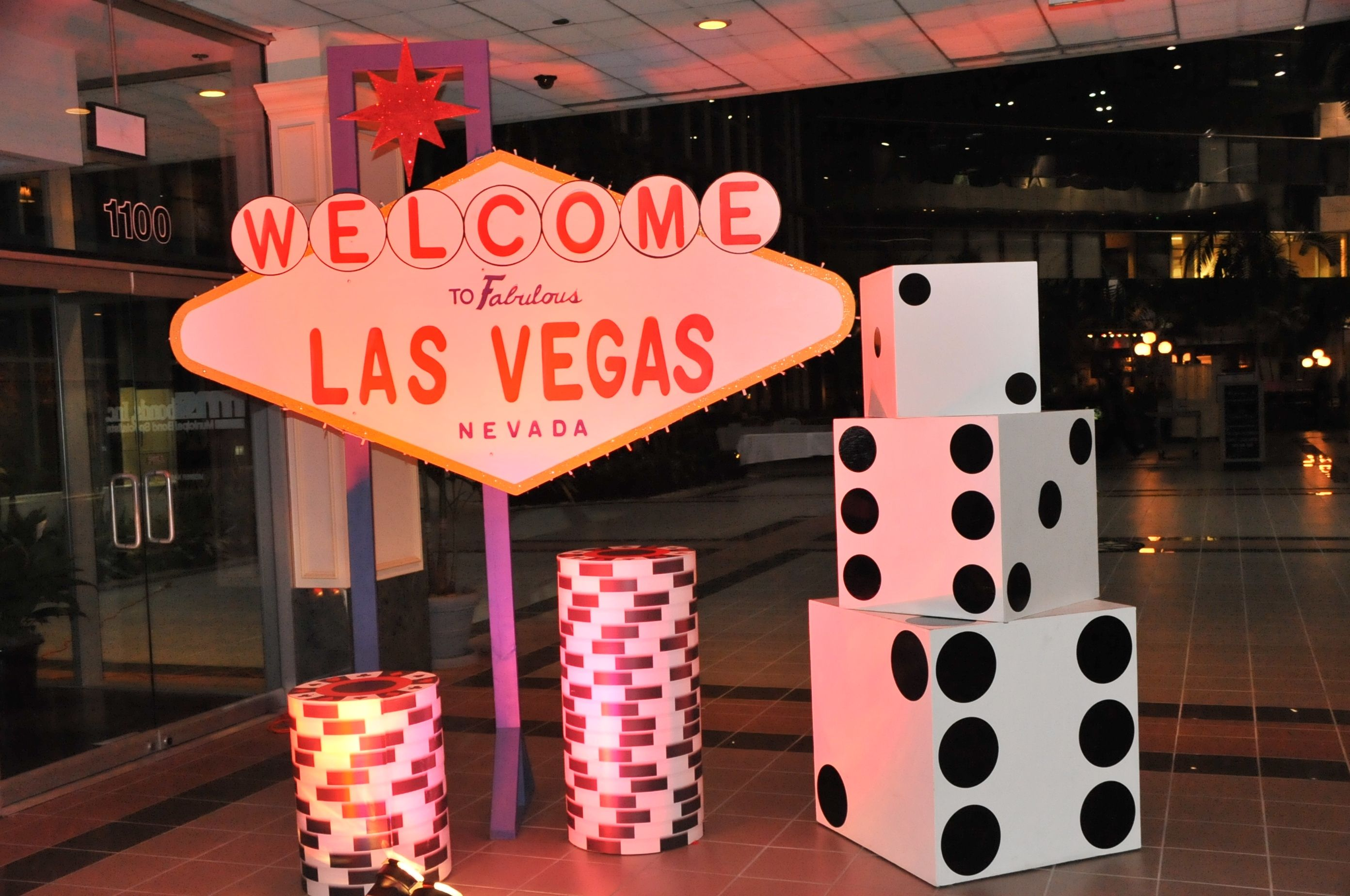Vegas themed party private casino casino parties in for Best hotel decor las vegas