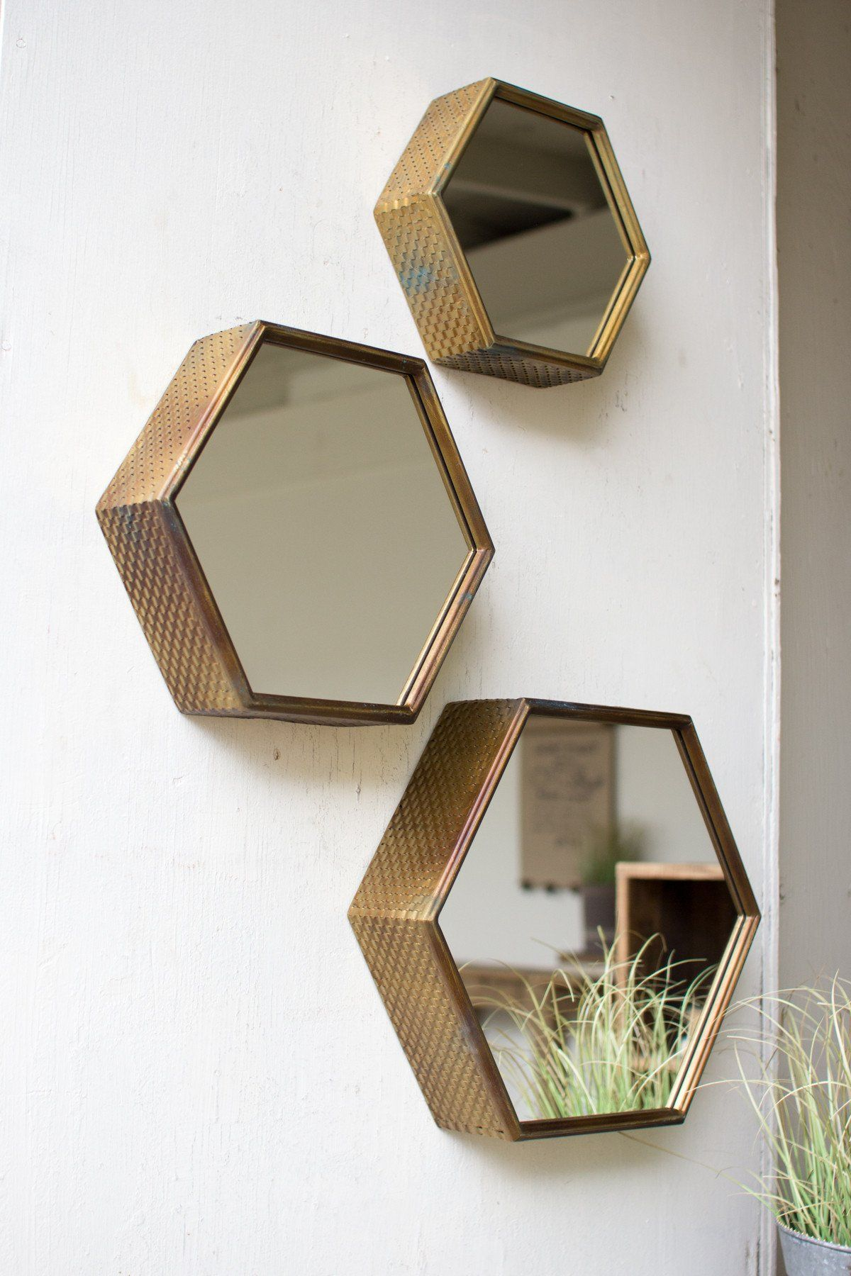 kalalou hexagon mirrors with antique brass finish set of 3 mirore mirror home decor. Black Bedroom Furniture Sets. Home Design Ideas