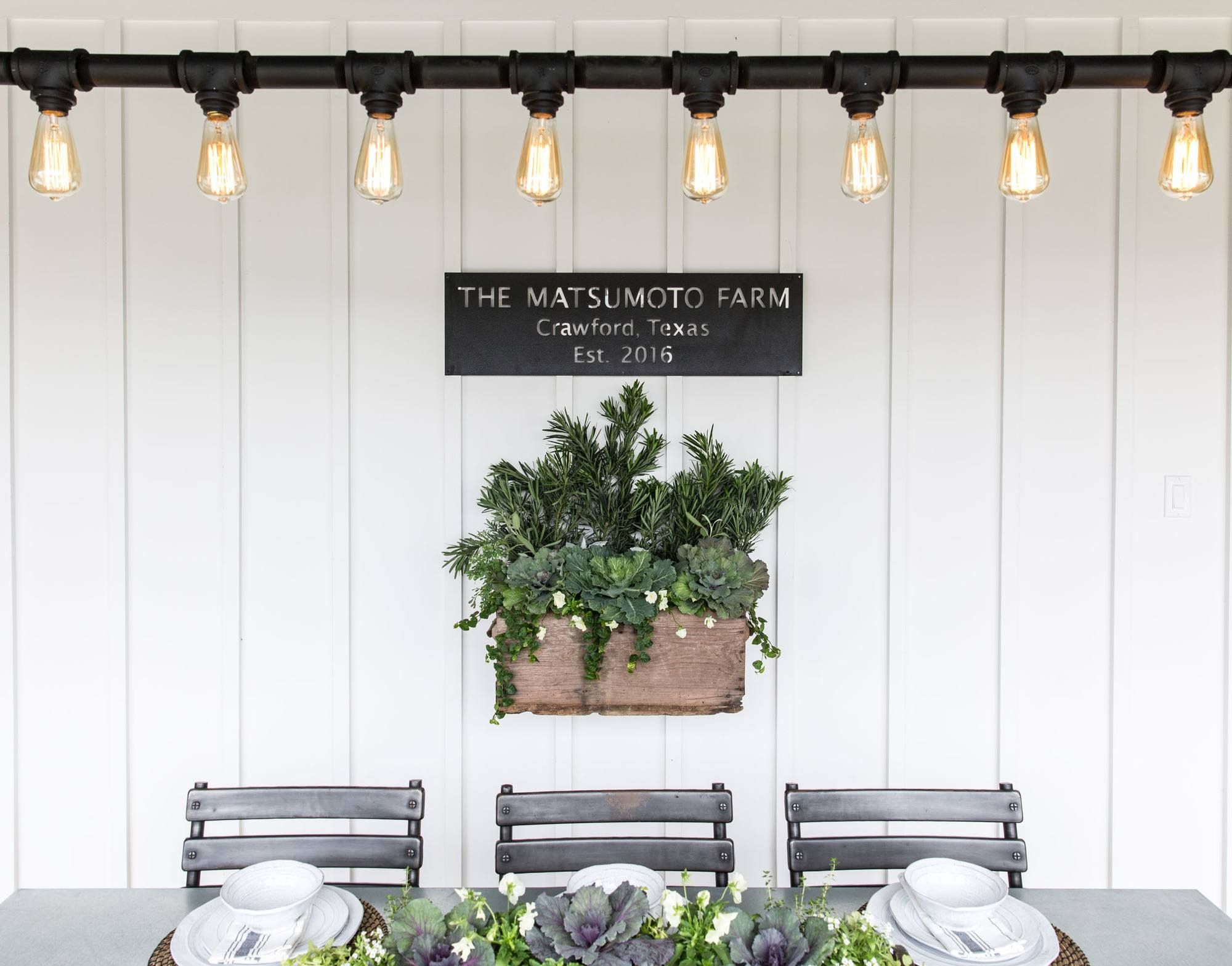 Fixer upper outdoor kitchen - Fixer Upper Season 4 Episode 16 The Little Shack On The Prairie Chip And