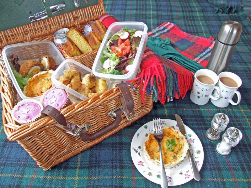 Ideas For A Picnic Basket Gift : Picnic basket ideas picnics and quiches