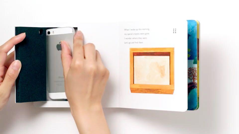 """めくるたびに鳴る、震える、照明が変わる…iPhoneと組見合わせる""""感じる絵本"""" 「PLAYFUL BOOKS」"""