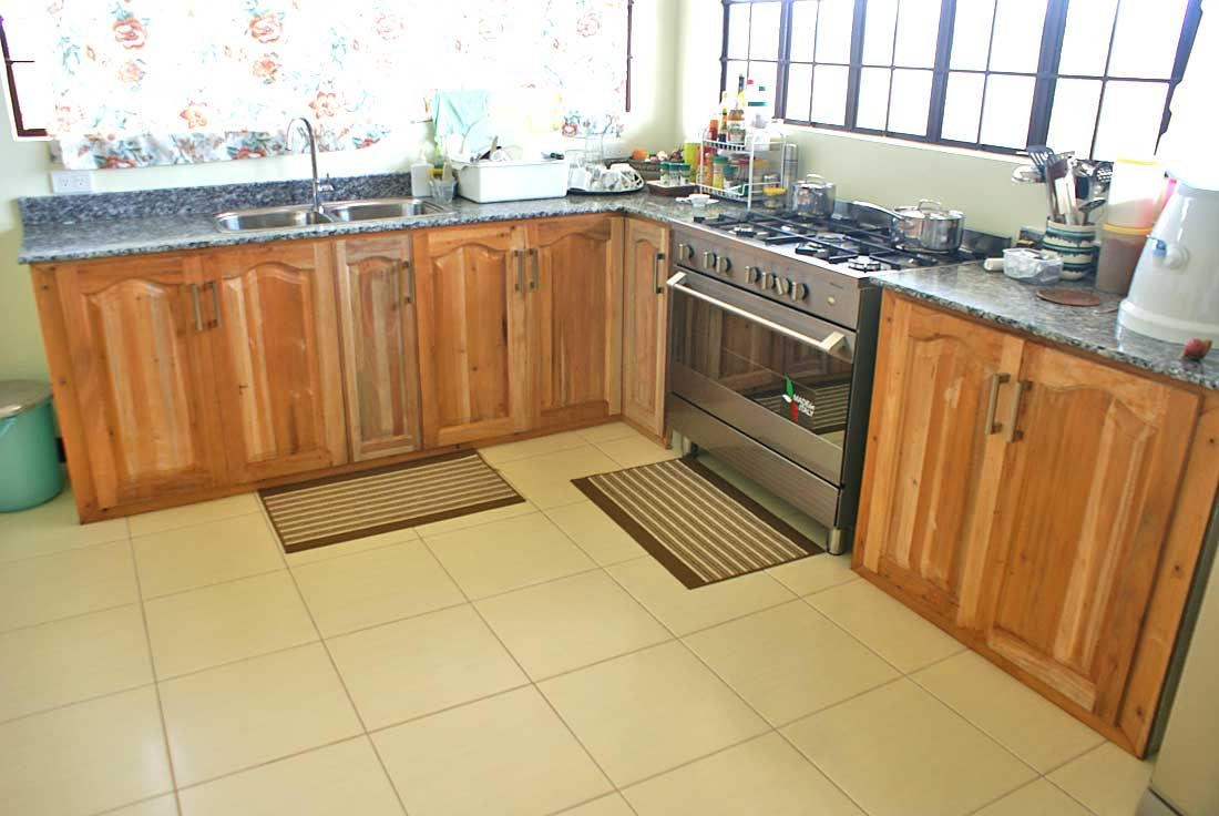 See You Wouldn T Know That This Kitchen Is Built On Concrete Carcasses Simple Kitchen Kitchen Style Kitchen Ideas Philippines