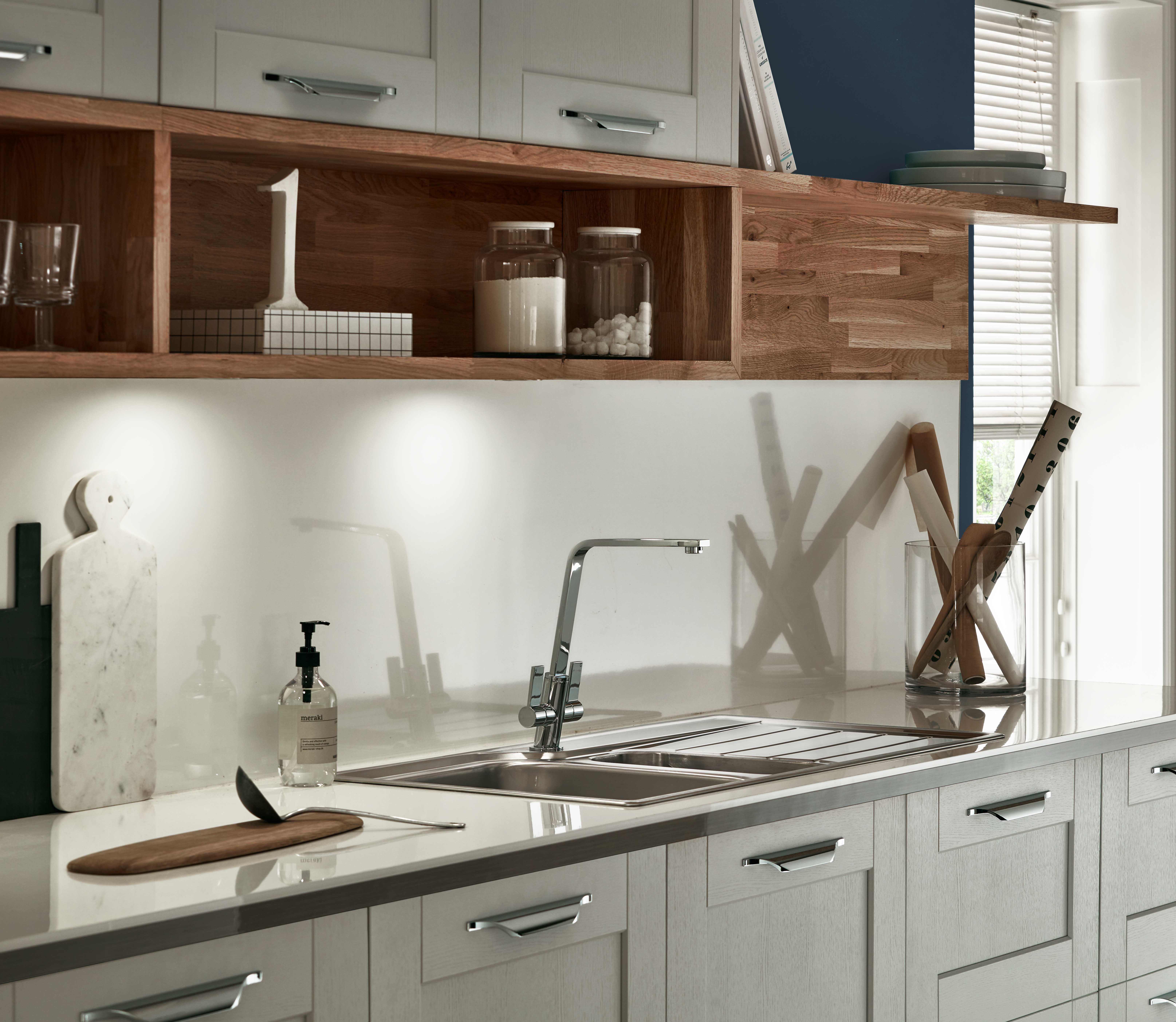 Home kitchen collection kitchen families glendevon family glendevon - Burford Grained Light Grey Kitchen From The Shaker Collection By Howdens Joinery