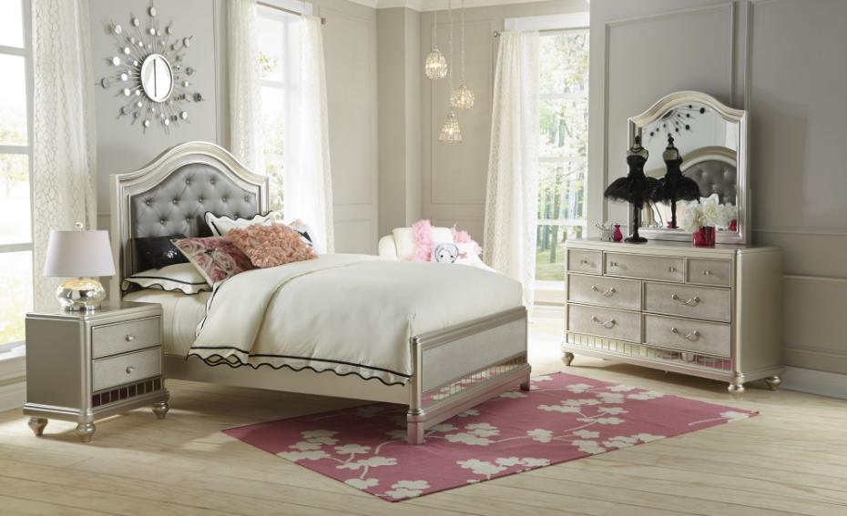 Li'l Diva Platinum Full Bed with Dresser and Mirror
