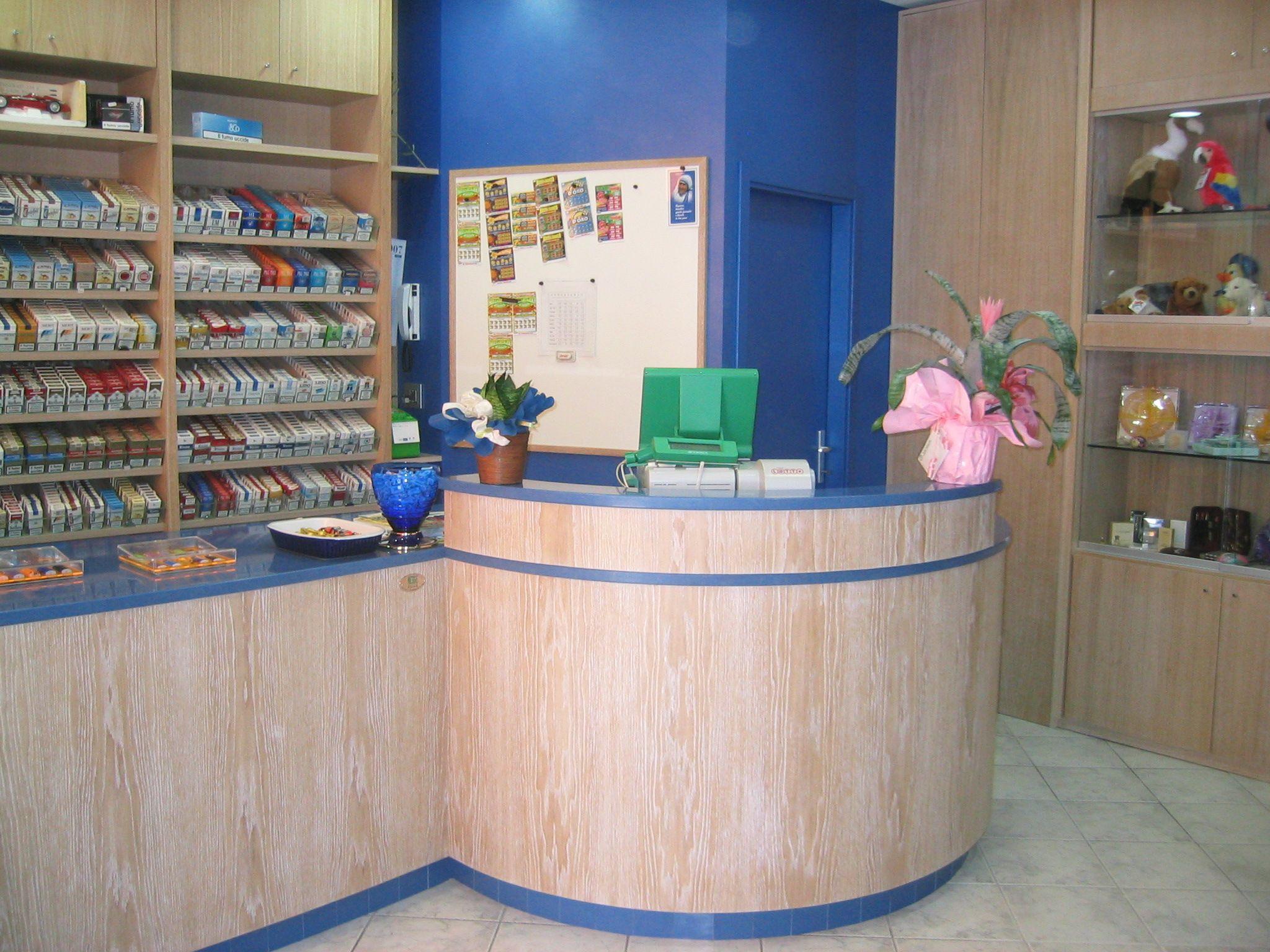 Arredamento ricevitoria ~ Banco ricevitoria realizzato in provincia di rimini. bianco