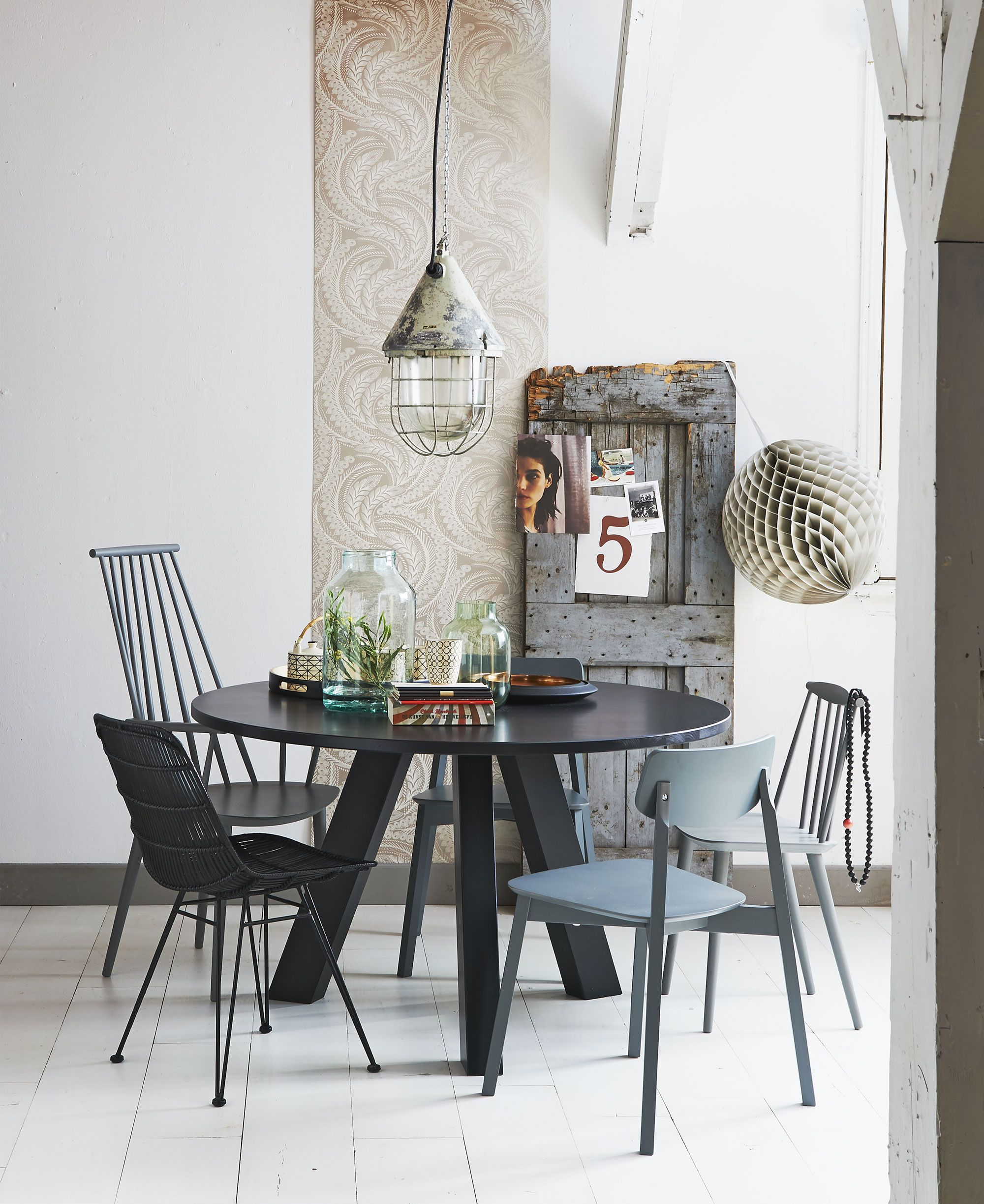 Amazing Black Round Dinig Table Design | Round Dining Table for ...